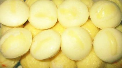 Puto Cheese (Steamed Rice Cake with Cheese)