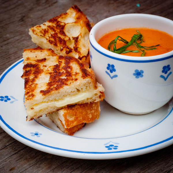 The Ultimate Comfort Food – Grilled Cheese Sandwiches & Creamy Tomato Soup