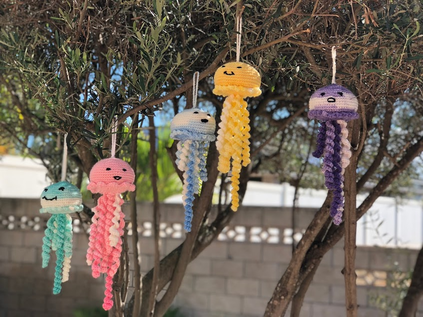 Crocheted Jelly Fish Toy – Amigurumi – Free Pattern