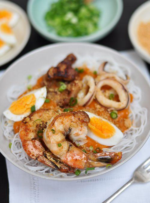 Pancit Palabok (Philippine Style Noodles in Prawn Gravy)