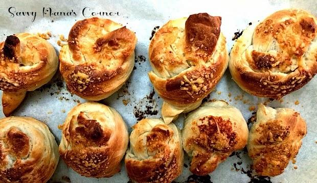 Super Easy Garlic Knots