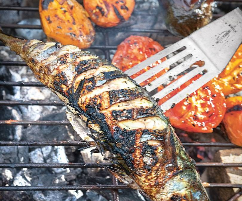 Fire-broil mackerel with aubergine and tomatoes